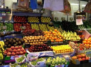fruteria en un mercado de Alicante